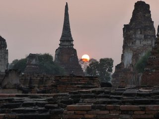 ayutthaya sunset.jpg